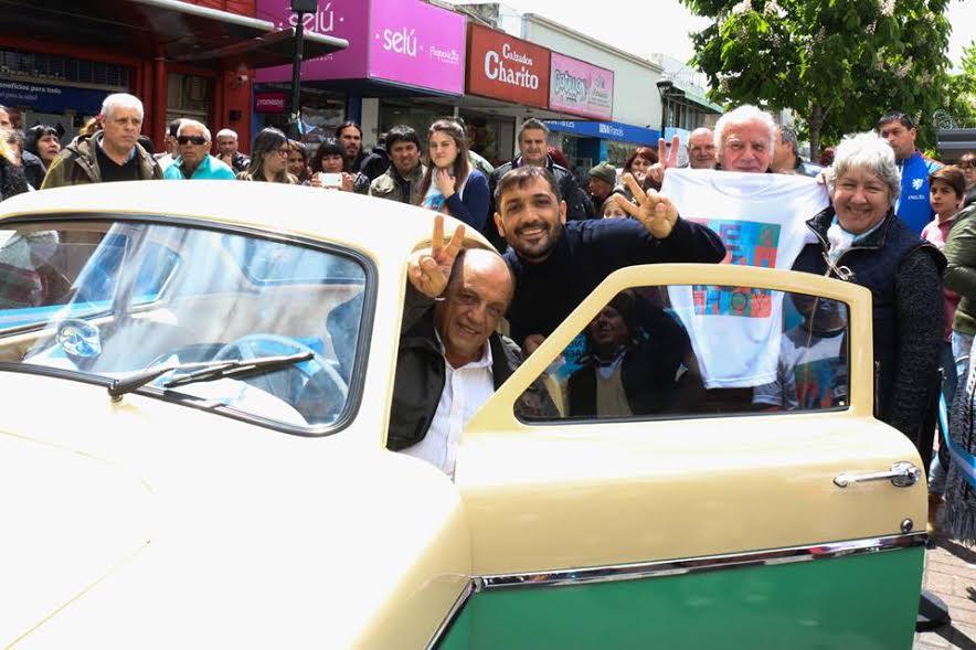 Mussi y Pato en el auto