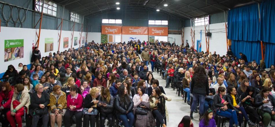 CASI 1500 GRADUADOS DE LOS TALLERES DE OFICIOS DEL MUNICIPIO (1)