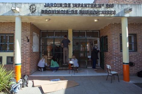 SIGUEN EMBELLECIENDO LAS ESCUELAS DE BERAZATEGUI 918 2